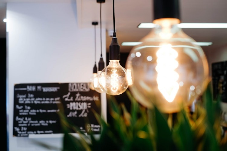 Transforma tu hogar cambiando la iluminación