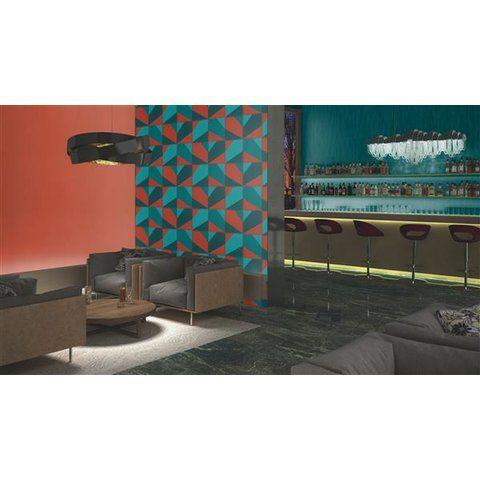 Interior de bar decorado con papel tapiz para pared color rojo con azul y verde en cuadros